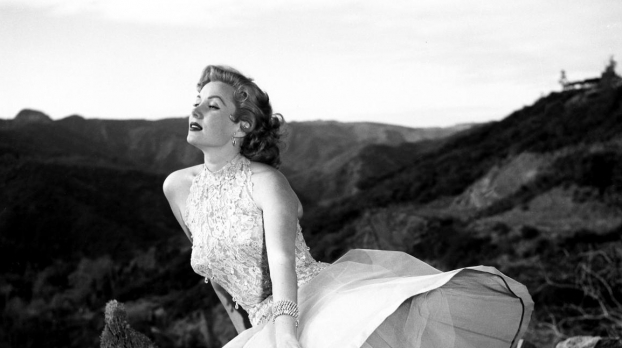 Glamour in front of the hills of Bel Air