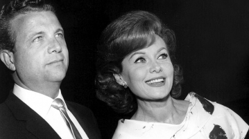 With her forth husband, producer and director Hall Bartlett at the El Rancho, Los Angeles, 1965 (married Oct. 1965; divorced Febr. 17, 1972)